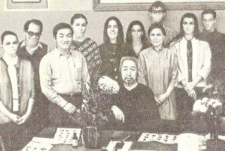 Photographie du professeur Cheng avec ses élèves de l'école Shr Jung de New York