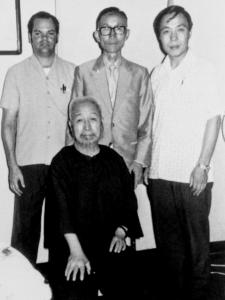 鄭曼青 Zhèng Mànqīng avec Tam Gibbs, 陶炳祥 Táo Bǐngxiáng et 徐憶中 Xú Yìzhōng
