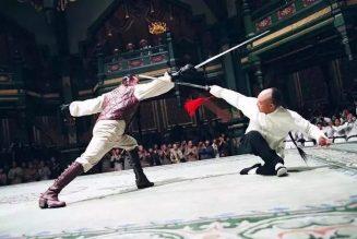 Jet Li interprète Huo Yuanjia dans le film Le Maître d'armes de 2006