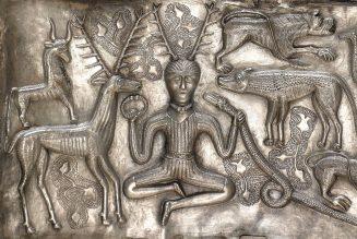 Le dieu gaulois Cernunnos, Le cornu, sur le chaudron de Gundestrup.