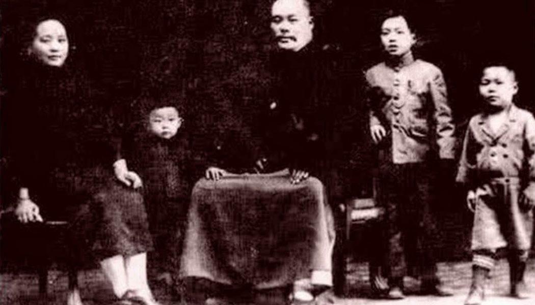 Yang Chengfu avec sa femme et trois de ses fils Yang Zhen Guo, Yang Zhenming et Yang Zhenji